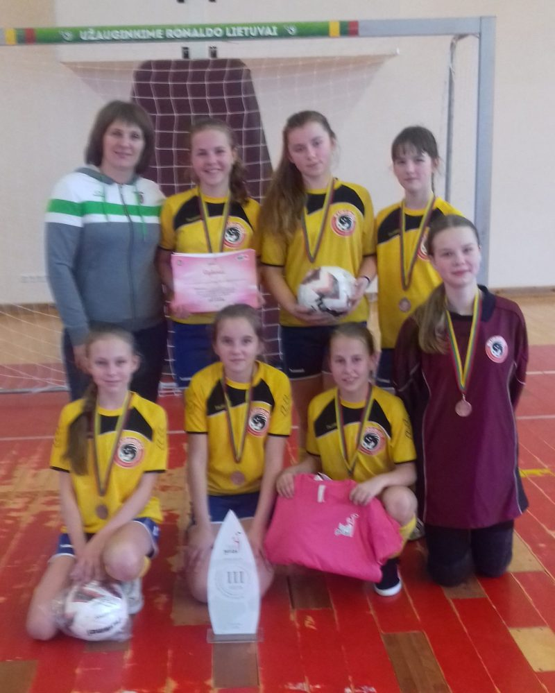 Žaidėjos apdovanotos bronzos medaliais