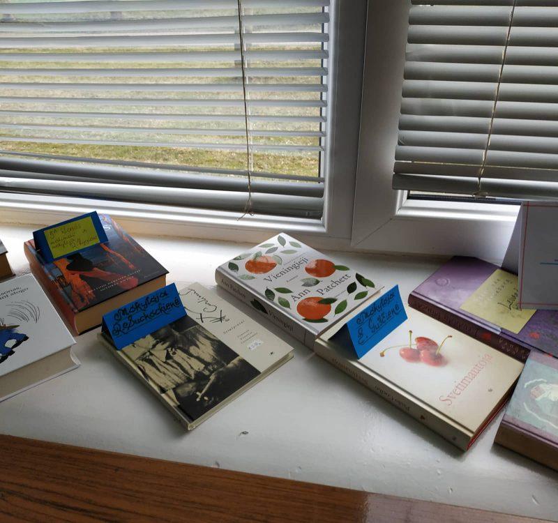 Progimnazijos bibliotekai padovanota knygų